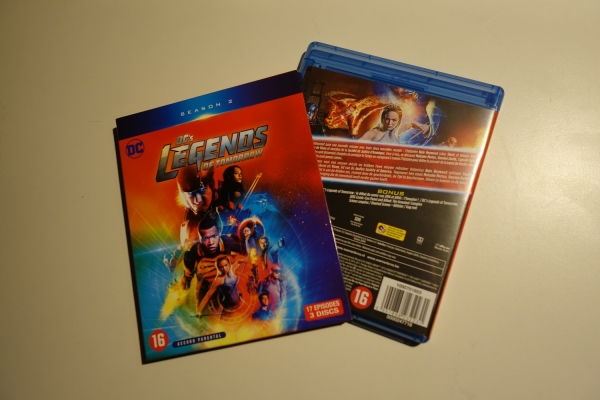 'Legends of Tomorrow' S2 cover
