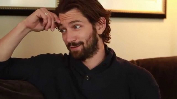 Michiel Huisman in 'Haunting of Hill House'