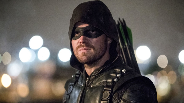 Arrow showrunner nog jaren actief voor Warner